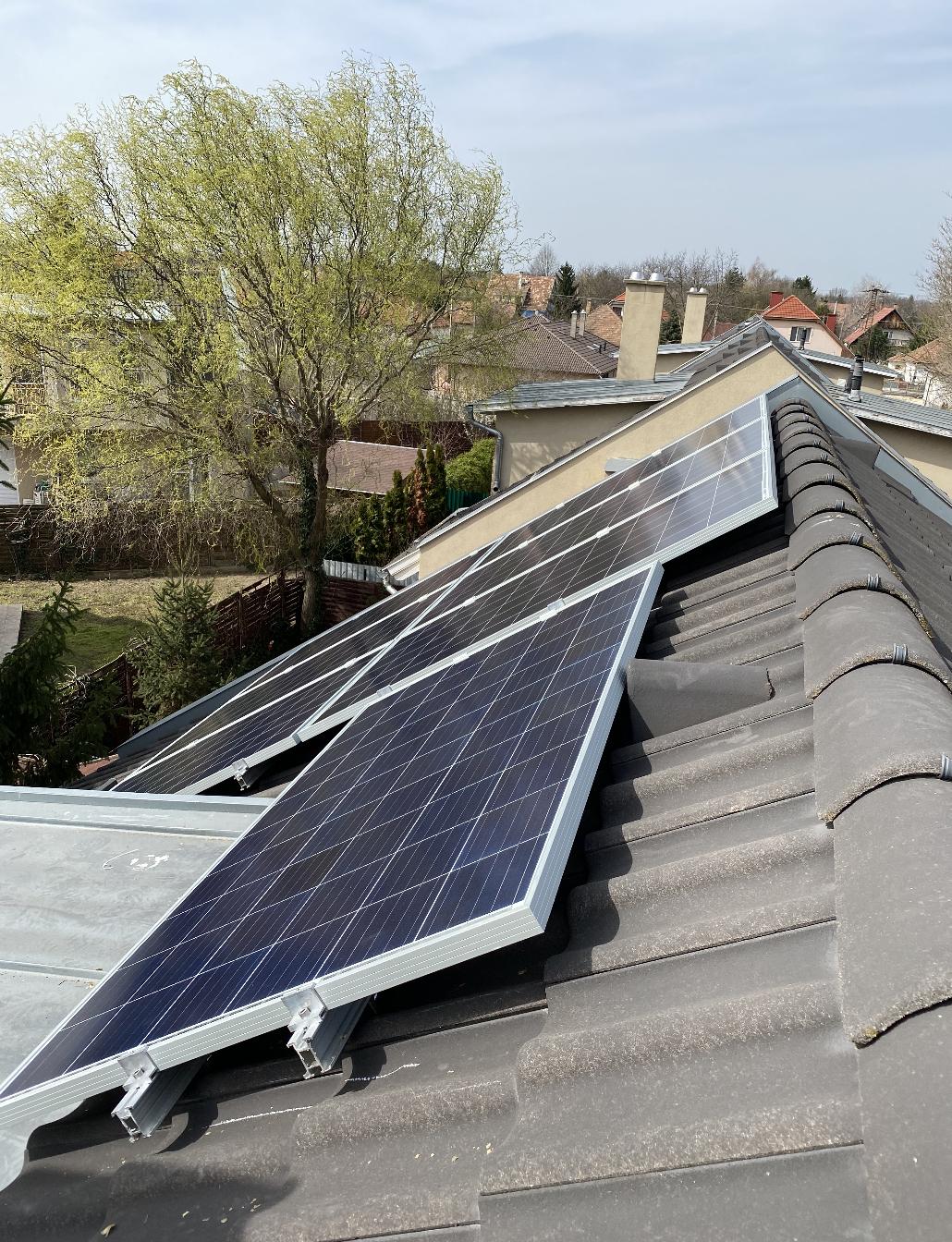 Gyömrő - 1,925KWP teljesítményű napelemes rendszer