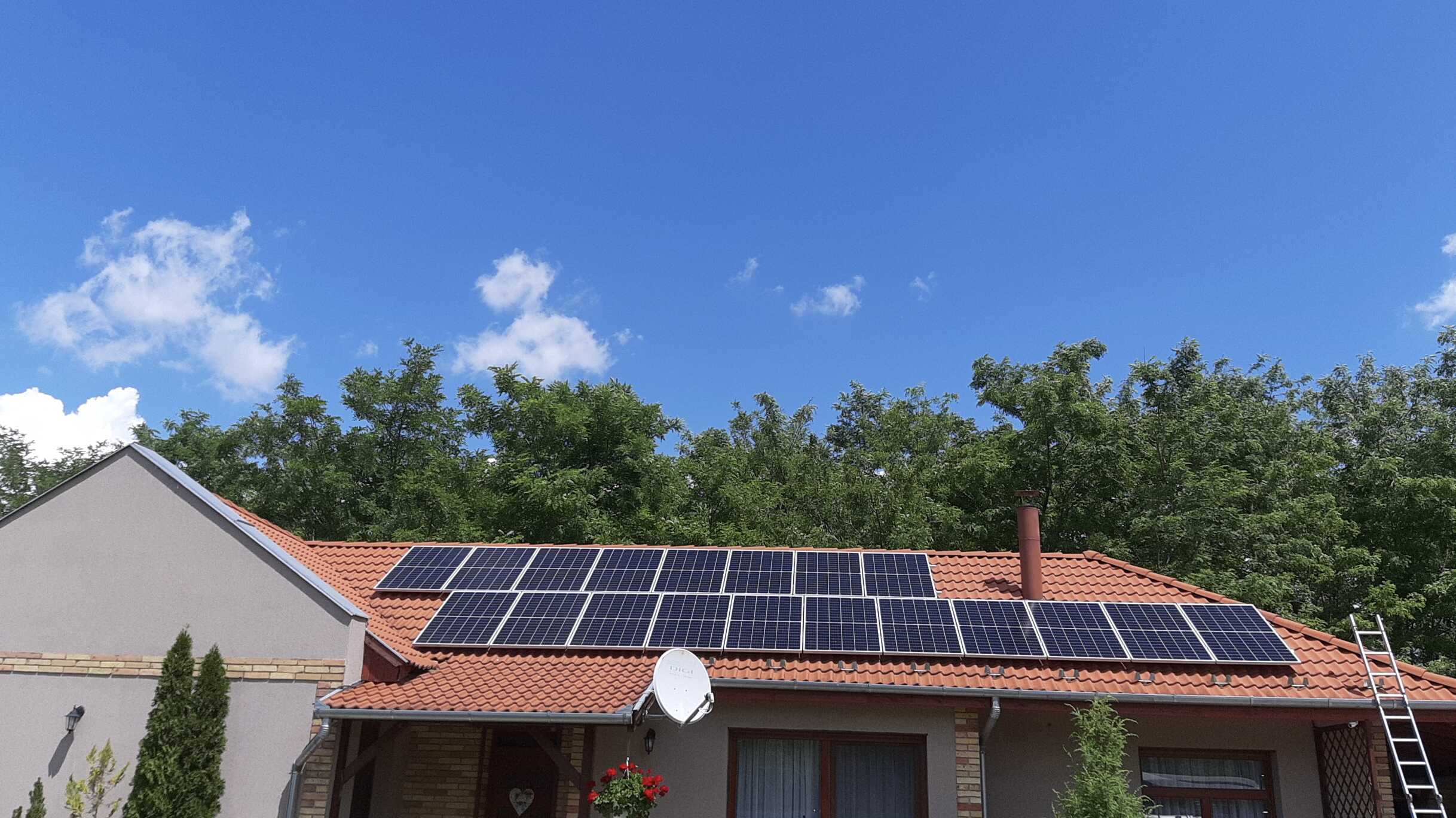 Kiskőrös - 10,56 KWp teljesítményű napelemes rendszer